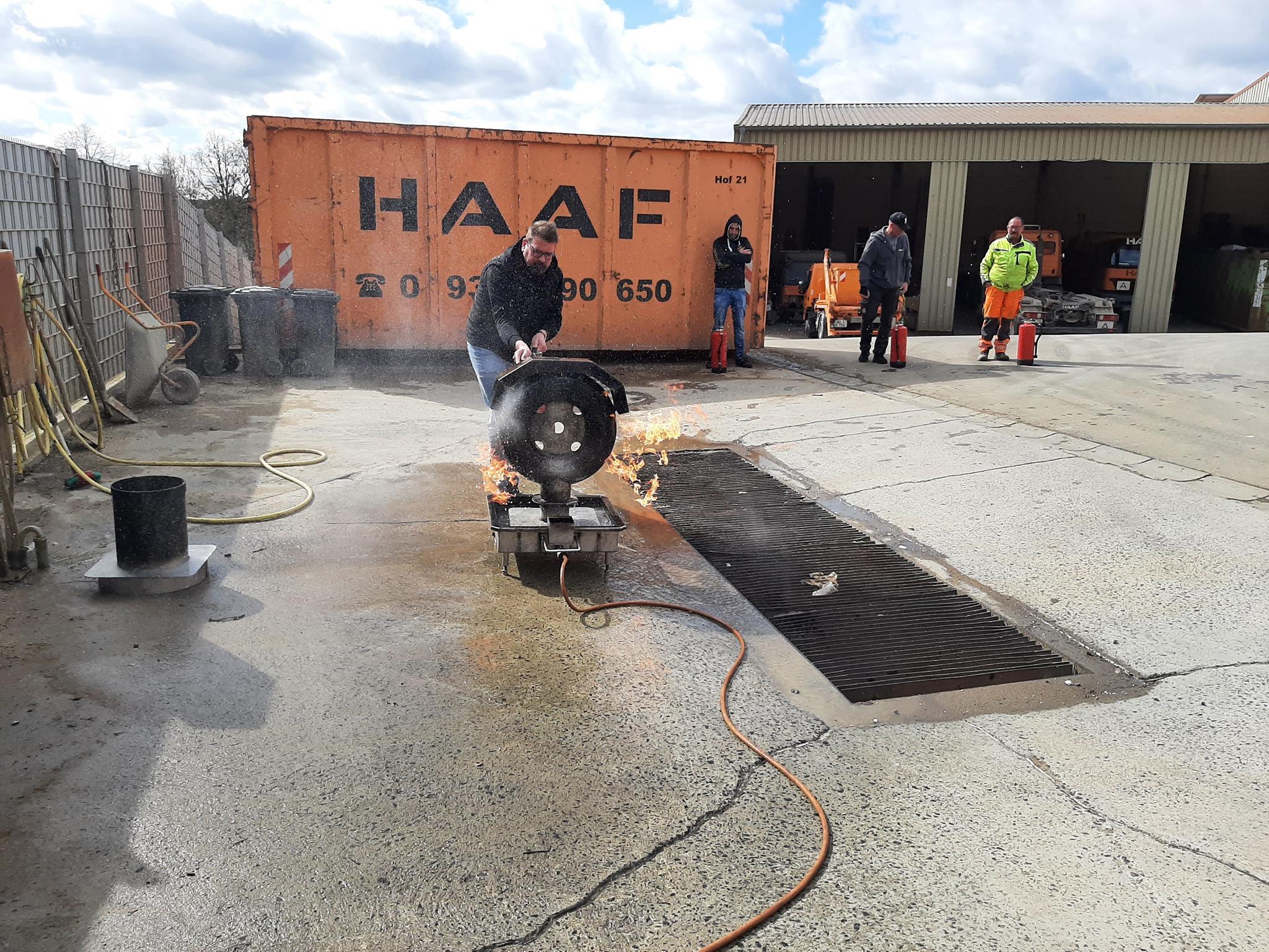 Markus Haaf beim Feuer löschen